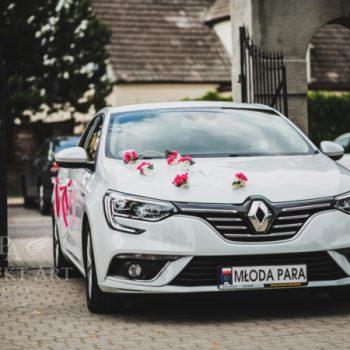 dekoracja samochodu białego